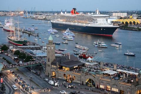 Foto ID 15082401 Queen Mary 2 Hamburg