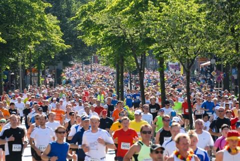 Foto ID 15042601 hella Hamburg Halbmarathon Läufer auf der Reeperbahn
