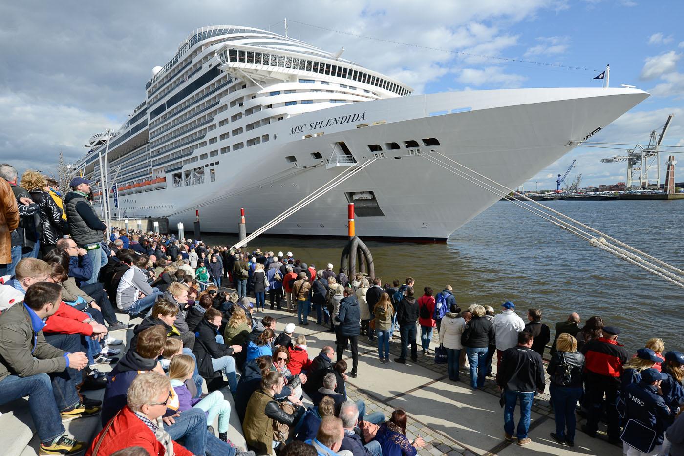 Kreuzfahrtschiff MSC Splendida Erstanlauf Hamburg