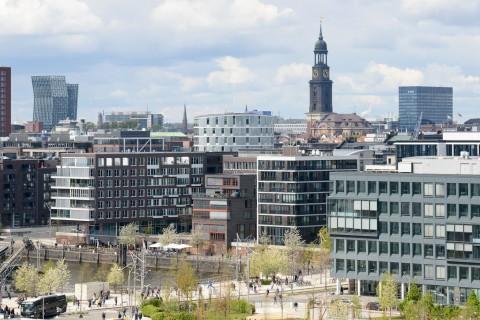 Foto ID 20160610 Luftaufnahme HafenCity Hamburg, Tanzende Türme, Michel Hamburg