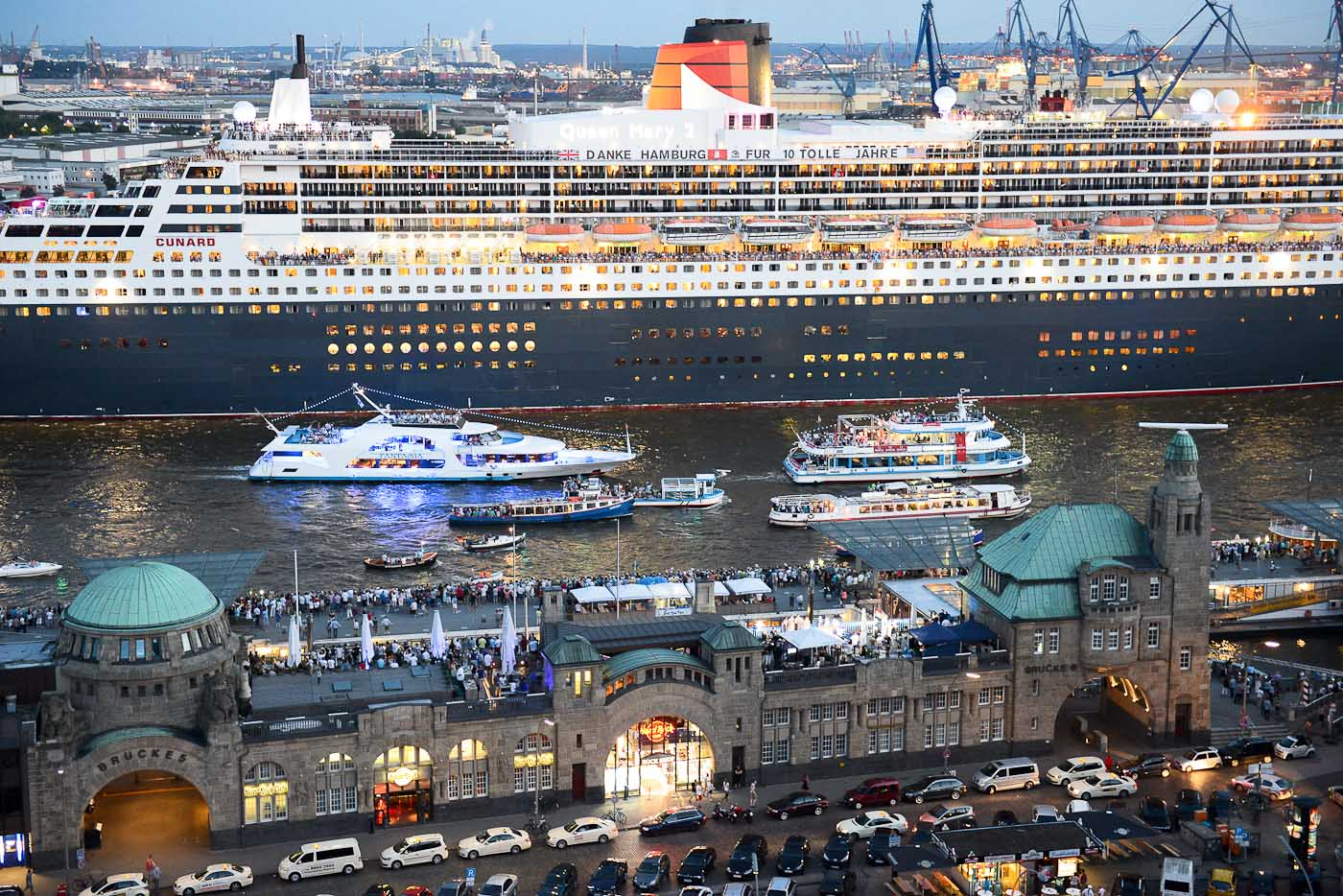 Foto ID 15082403 Queen Mary 2 Hamburg