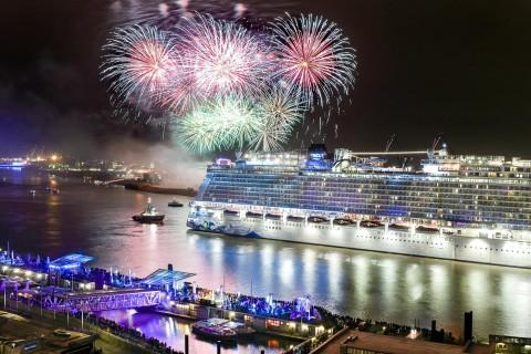 Feuerwerk, Erstanlauf Kreuzfahrtschiff Norwegian Escape